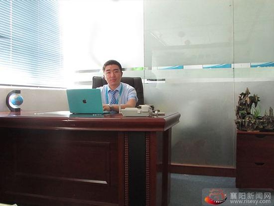2.飞亚股份总经理刘江向媒体透露,一个行业要发展并不是那么简单,首先企业要做到以客户至上、服务创新、并且技术创新等相关问题。